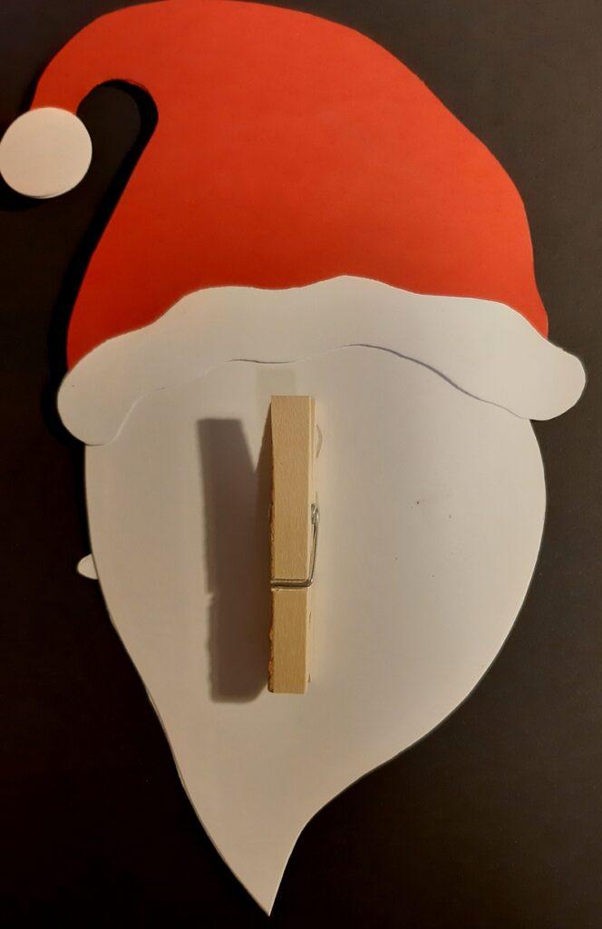 Weihnachtsmannkopf mit Holzklammer