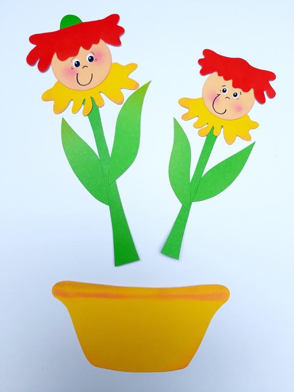 2 Blütenkinder und ein gelber Blumentopf