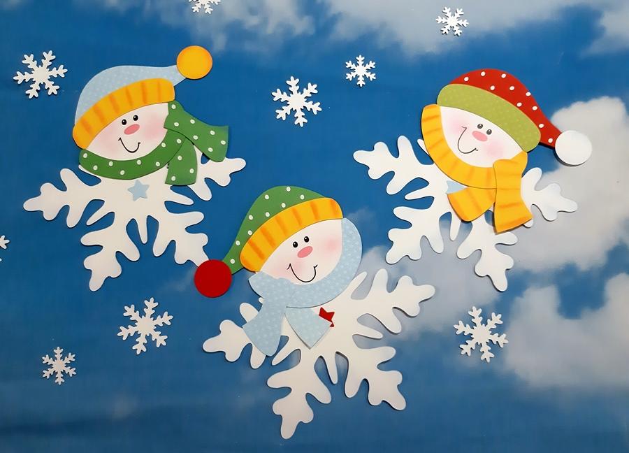 Schneeflocken am Winterhimmel