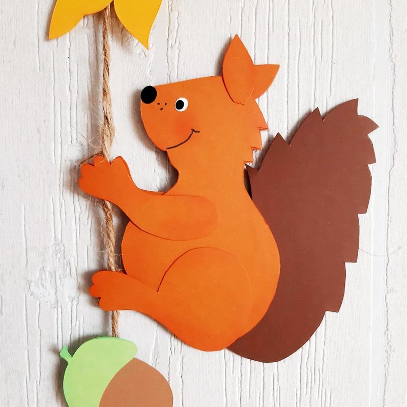 Kletterndes Eichhörnchen aus Papier
