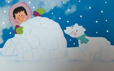 Eskimo beim Bau eines Iglu