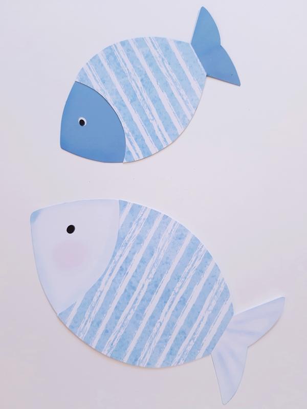 2 Fische aus Papier in blau und weiß