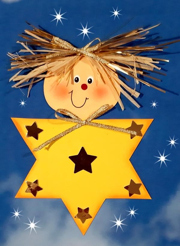 Ein Stern mit Gesicht am blauen Himmel.
