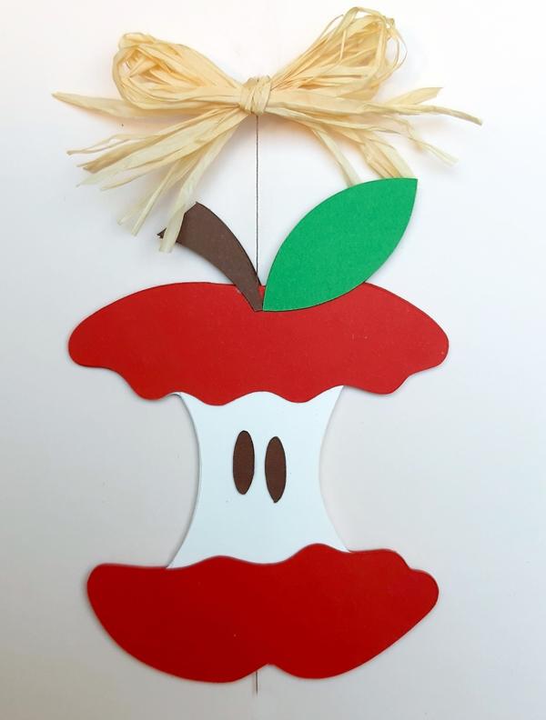 Apfelknust aus papier.