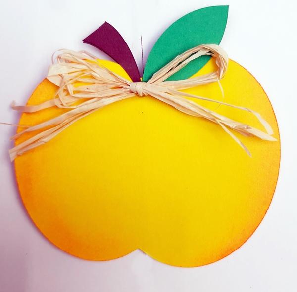 Gelber Apfel Für Dekokette Igel.
