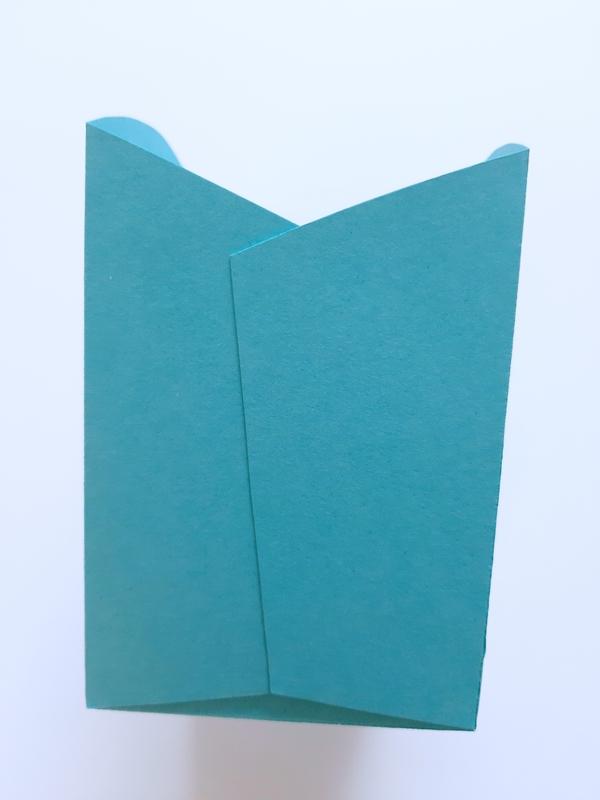 Schachtel in Türkis aus Papier.