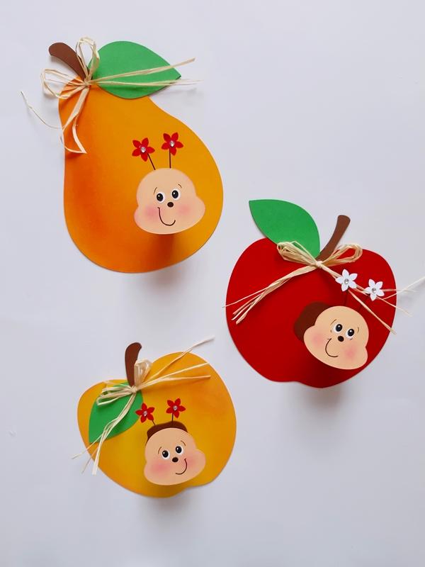 Äpfel und Birnen mit Würmern aus Bastelpapier