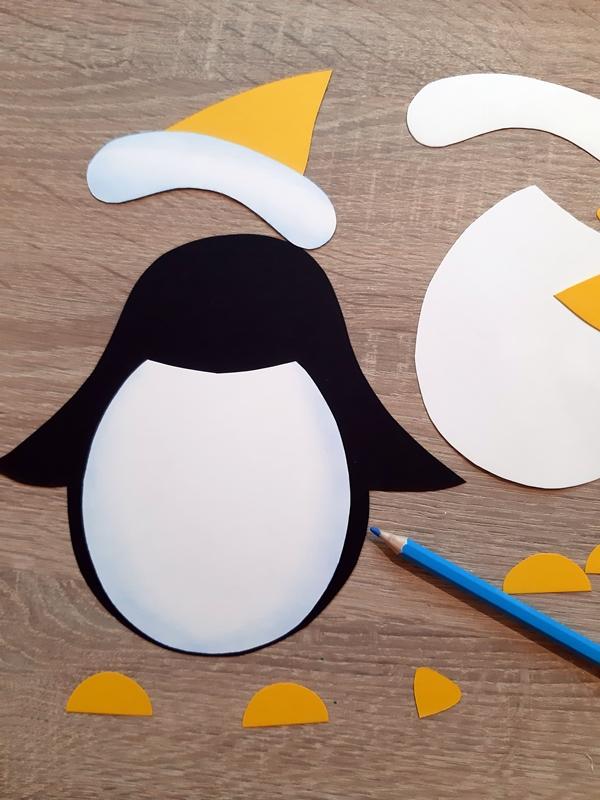 Die Einzelteile vom Pinguin werden zusammen geklebt.