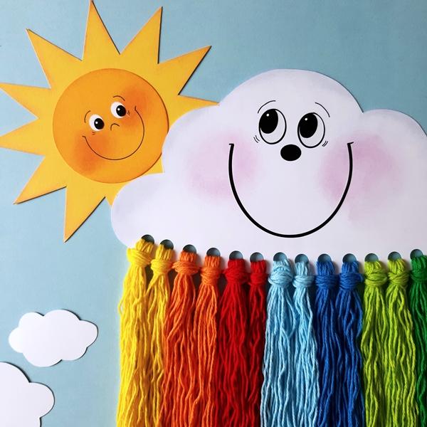 Regenbogenwolke mit blauem Hintergrund