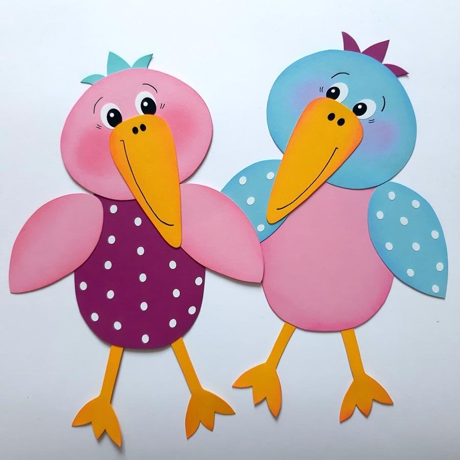 2 Vögel aus bunten Papier mit den Namen Rosa-Mariechen und Frederick