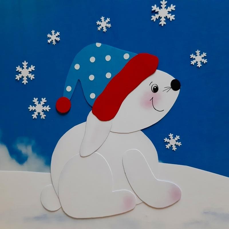 Schneehase mit Mütze