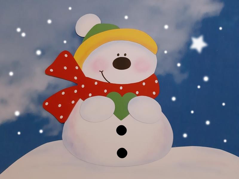 Schneemann mit Schal und Mütze