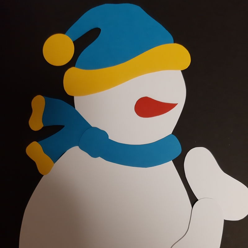 Der Schneemann wird zusammen geklebt.