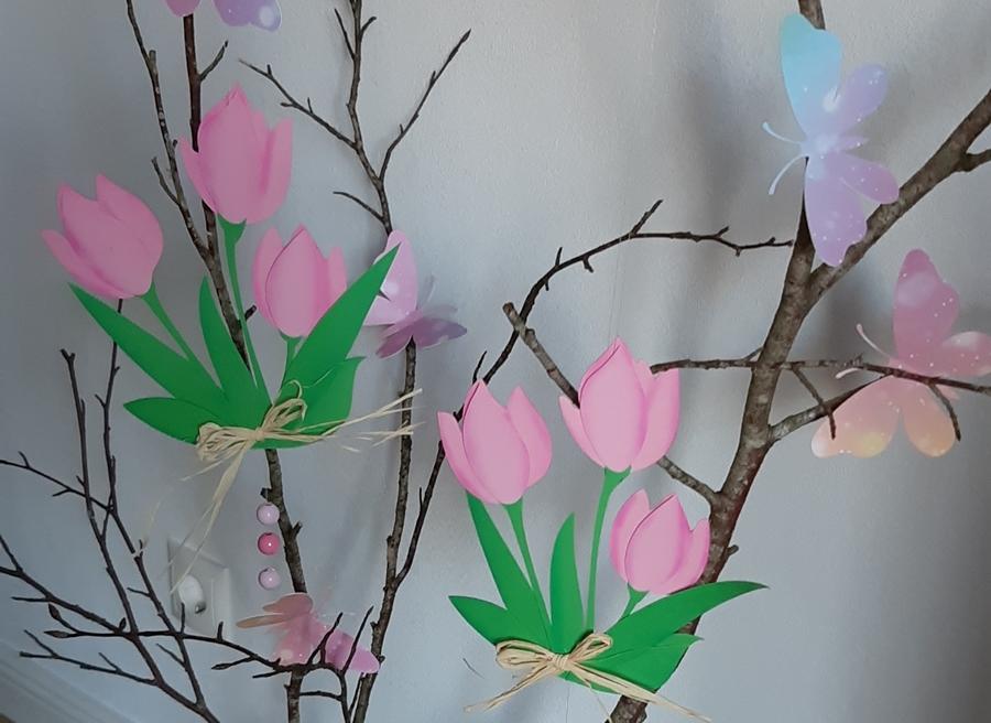 Frühlingsdeko mit Tulpen