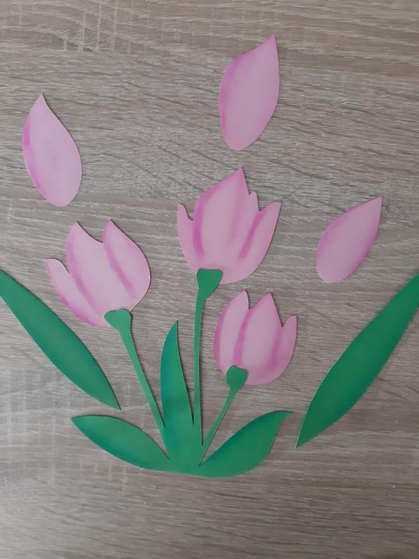 Ein Tulpenstauß in rosa-grün aus Papier