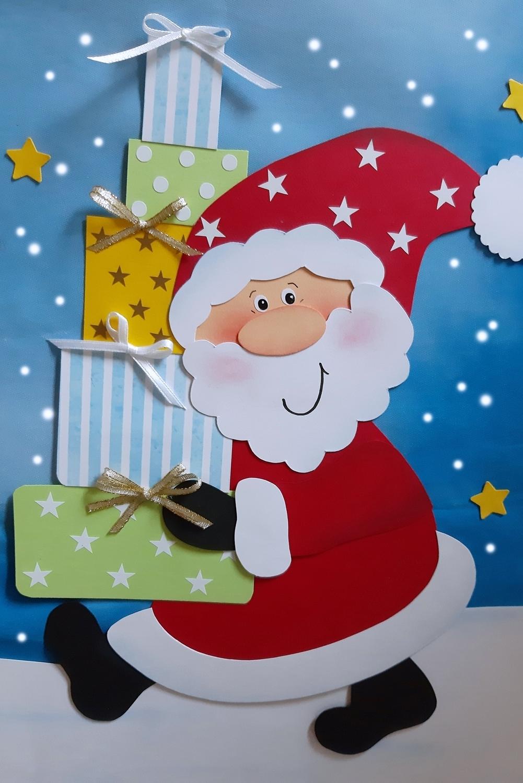 Weihnachtsmann aus Papier mit 5 Paketen vom Wunschzettel.