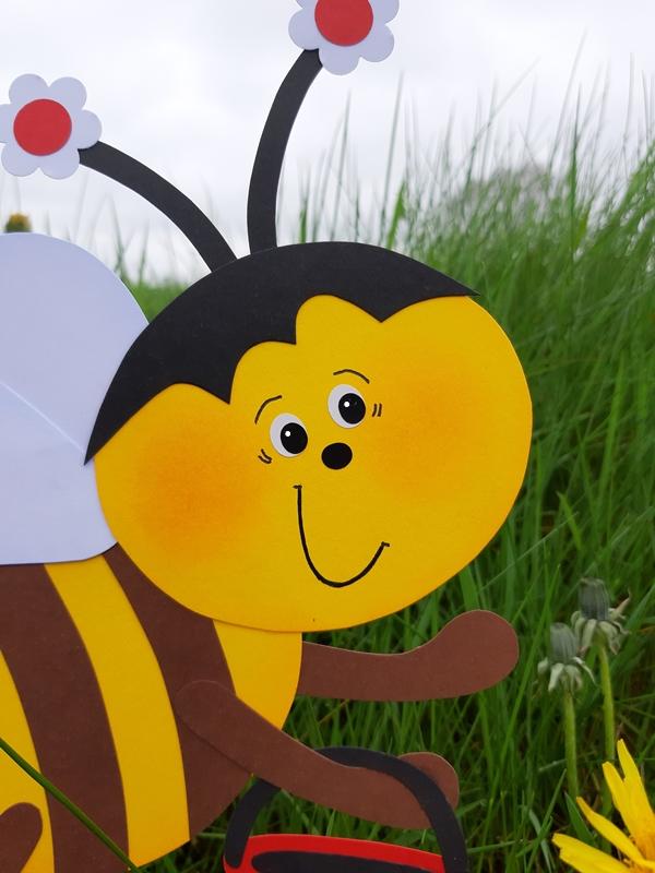 Gesicht von einer Biene aus Papier